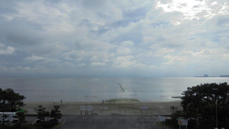 雨上がりの海